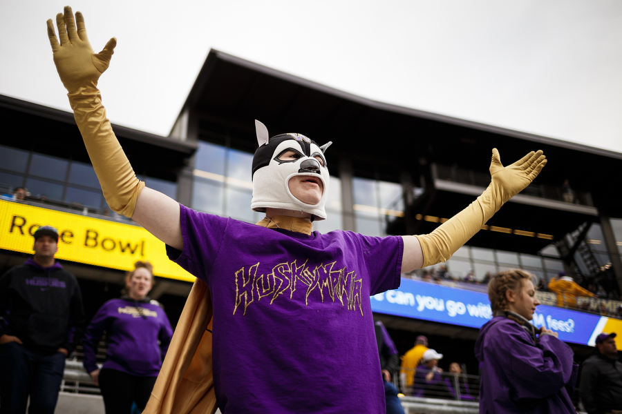 The University of Washington plays Portland State at Alaska Airlines Field at Husky Stadium, Saturday, September 17, 2016. (Photo by JORDAN STEAD   www.redboxpictures.com)